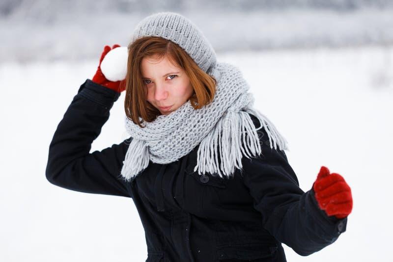 Ataque espantoso de la muchacha linda en invierno fotografía de archivo libre de regalías