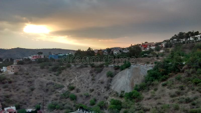 Atardecer en Guanajuato u. x28; Sonnenuntergang in Guanajuato& x29; lizenzfreies stockfoto