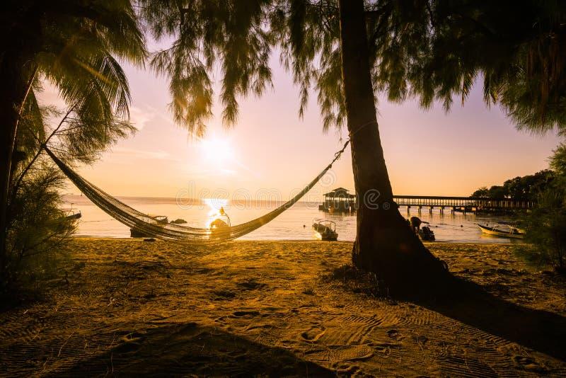 Atardecer en la isla de Kecil en las Perhentians, Malazja Zachód słońca na wyspie Kecil w Perhentians, Malezja zdjęcia stock