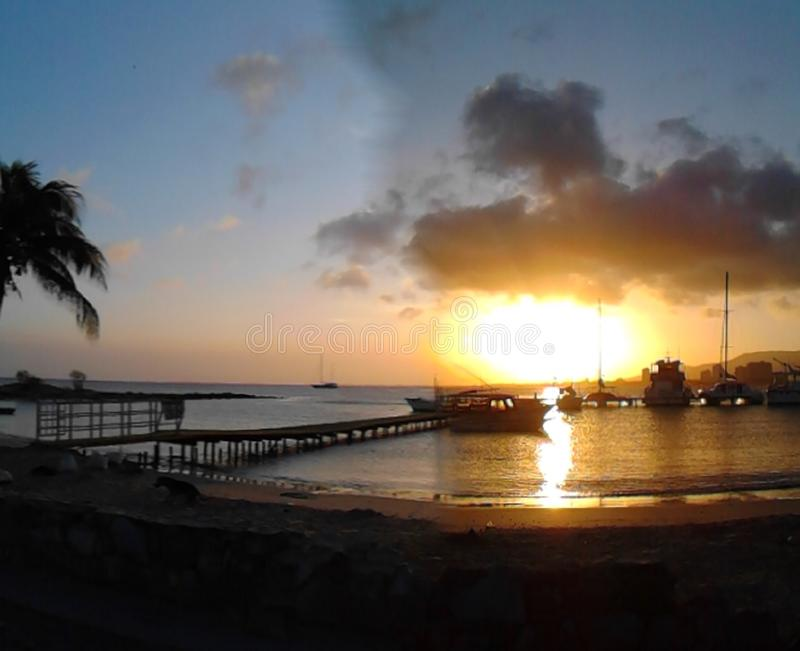 Atardecer nolla-Puesta de Solenoid en Playa Concorde, Isla de Margarita arkivfoton