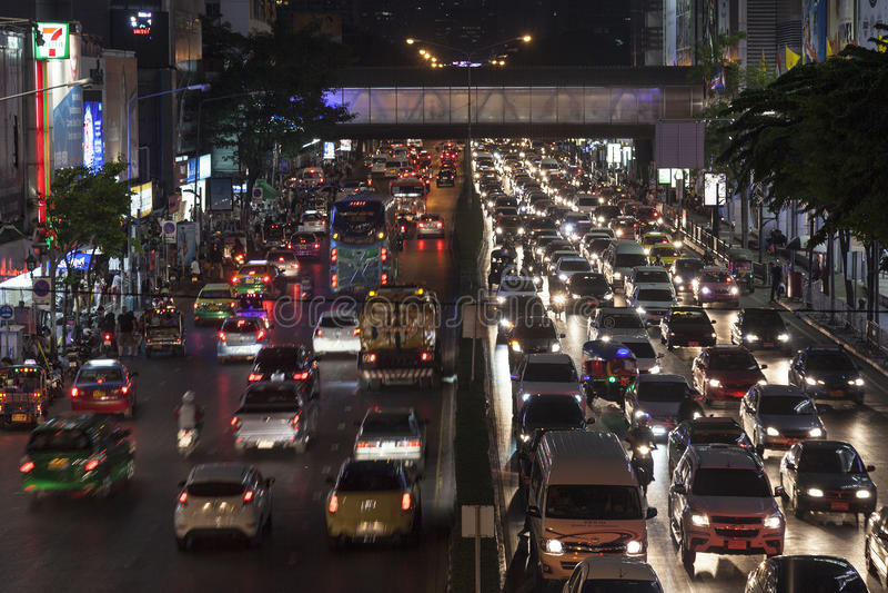 Atasco de la noche en Bangkok fotos de archivo