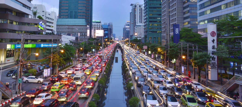 Atasco en centro de ciudad el 9 de agosto de 2016 en Bangkok, Tailandia fotos de archivo