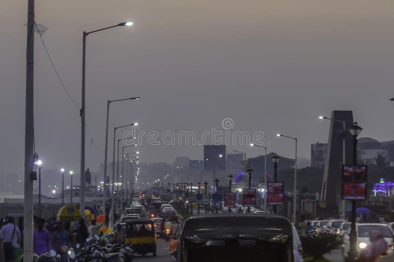 Atasco pesado de la hora punta Ciudad de Vishakhapatnam Vizag, la India fotografía de archivo