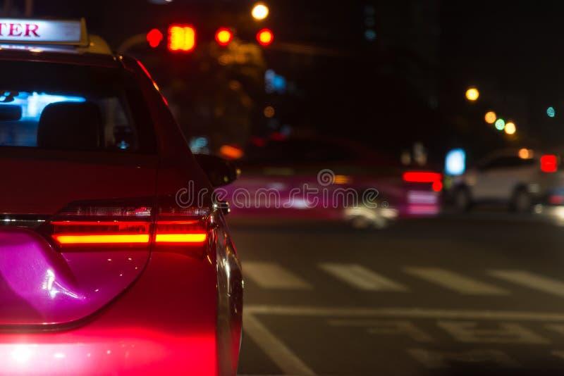 Atascos en la ciudad de Bangkok - mún tráfico en la noche foto de archivo
