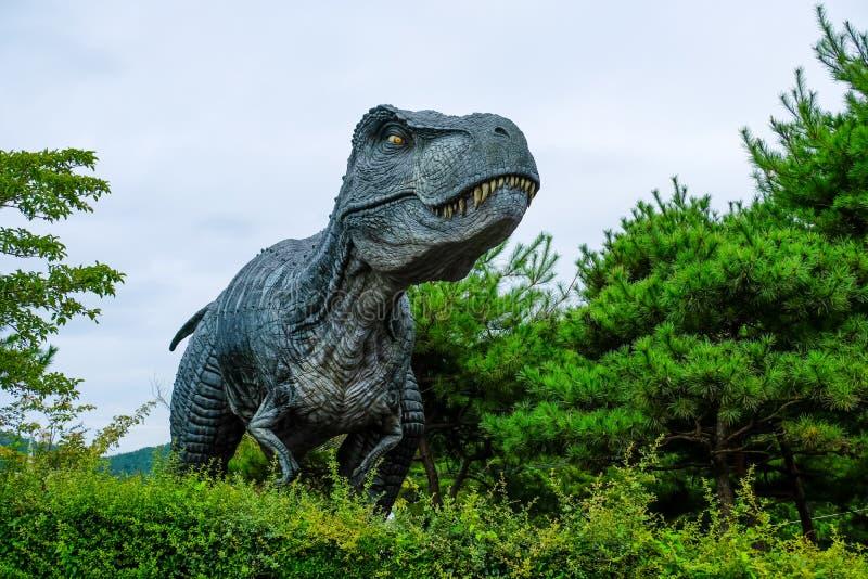 Atatue del dinosaurio en el museo del dinosaurio de Goseong, Corea del Sur fotos de archivo libres de regalías