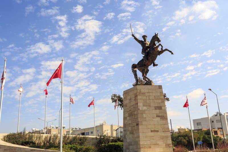 Ataturk statua w Tureckim mieście blisko do Nikozja, Cypr obrazy stock