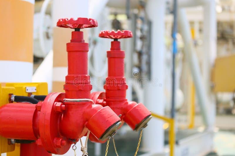 Ateie fogo à válvula, a instalação do sistema da proteção contra incêndios, do fogo da segurança na indústria ou do processo, do  fotografia de stock