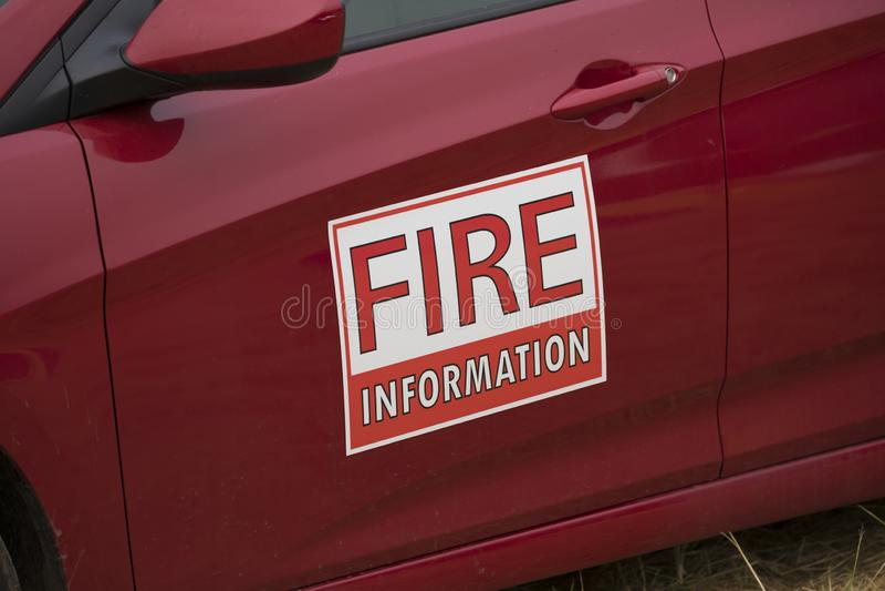 Ateie fogo ao sinal do ímã da informação em um veículo que controla o fogo de Terwilliger na floresta nacional de Willamette foto de stock royalty free