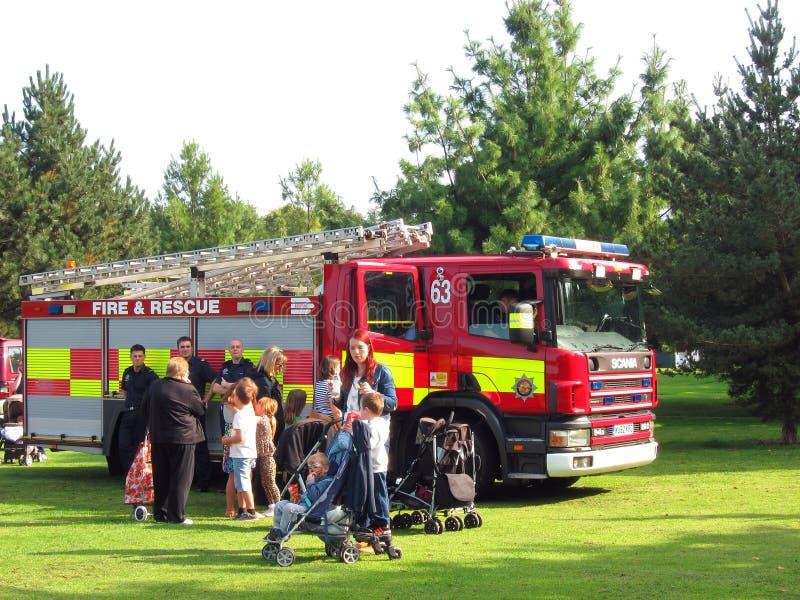 Ateie fogo e salve à proposta em um evento exterior. fotografia de stock royalty free