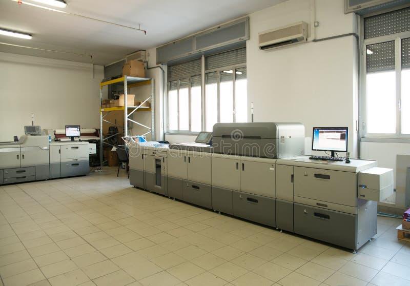 Atelier d'impression - machine d'impression de presse de Digital image stock