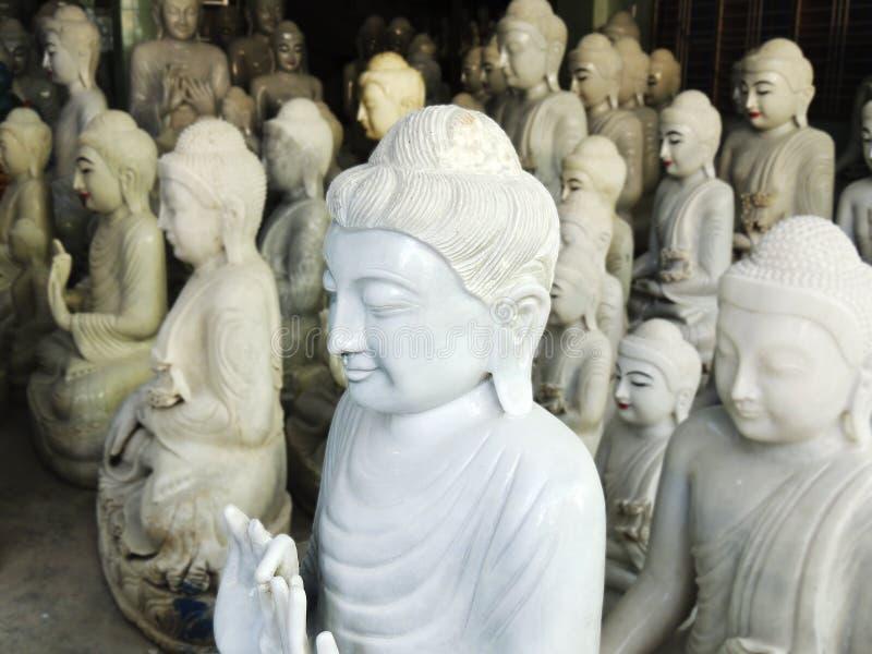 Atelier de Bouddha d'albâtre de Mandalay photos stock