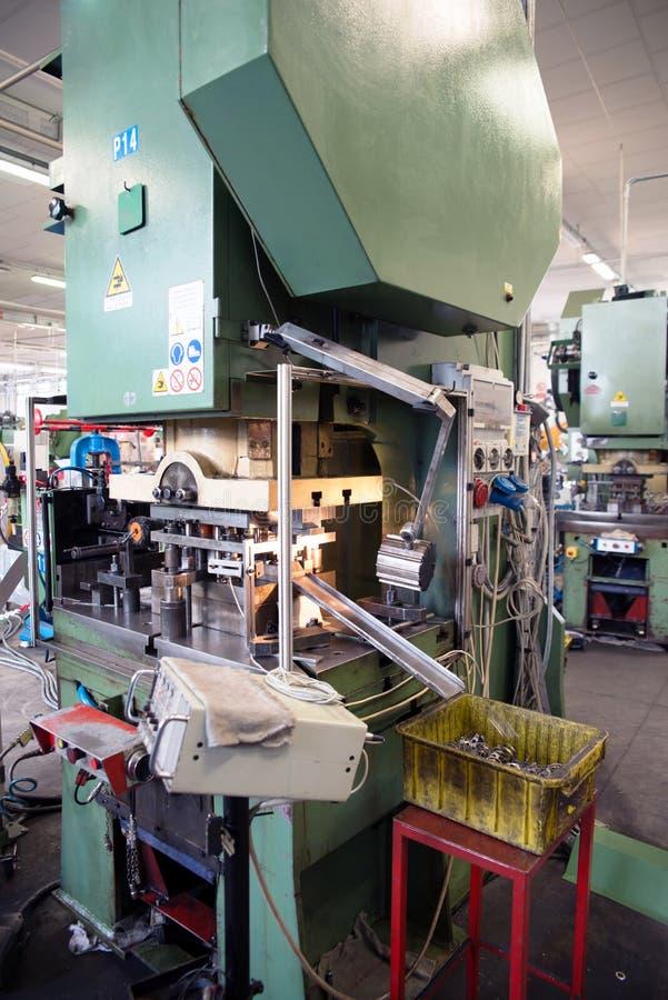Atelier - presse à former le métal image libre de droits