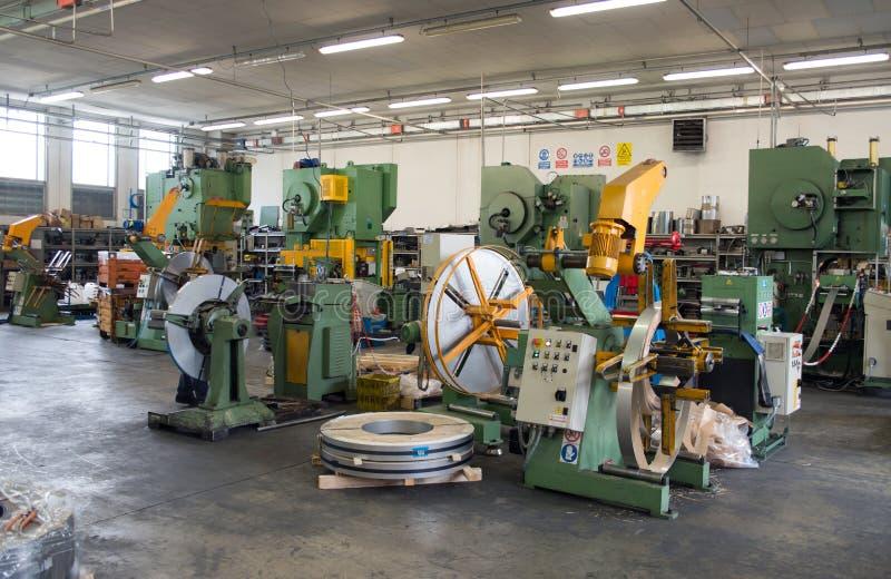 Atelier - presse à former le métal images stock