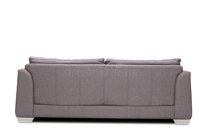 Atelieraufnahme der hinteren Ansicht eines modernen grauen Sofas stockfotos