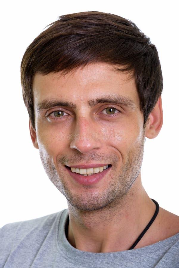 Atelieraufnahme des Gesichtes des glücklichen jungen Lächelns des gut aussehenden Mannes stockfotografie