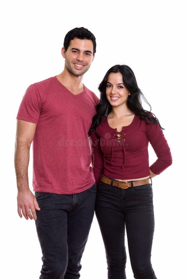 Atelieraufnahme des jungen glücklichen Paars lächelnd und in der Liebe stockbilder