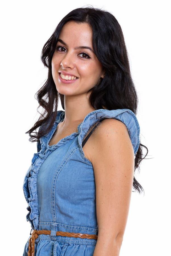 Atelieraufnahme des jungen glücklichen schönen Spanierinlächelns stockfotografie