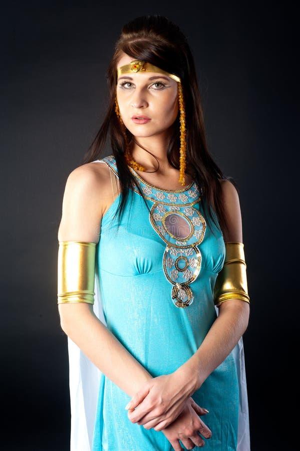 Atelieraufnahme einer Frau gekleidet als Kleopatra stockfotos