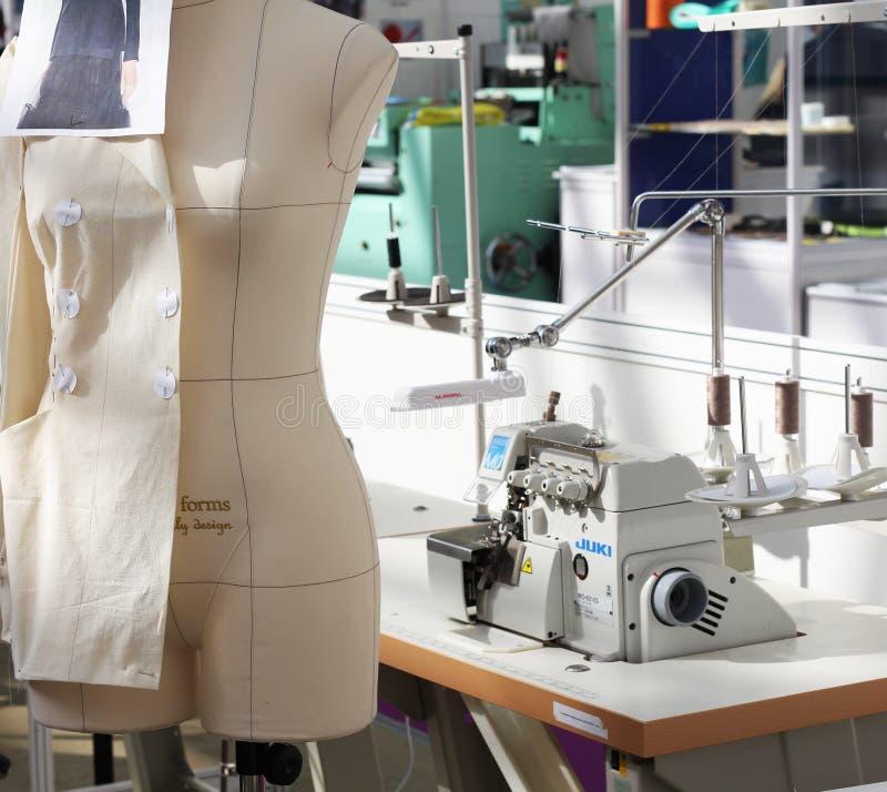 Atelierherstellen Die Bereitstellung von Näherindienstleistungen stockfotografie