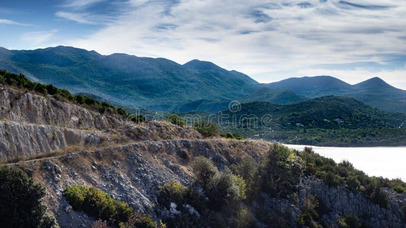 Atemberaubende Küstenlinie in dem adriatischen Meer in Kroatien lizenzfreie stockfotos