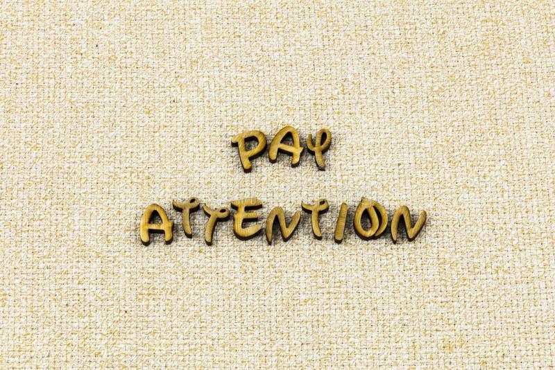 A atenção do pagamento para escutar aprende a palavra da tipografia do conhecimento da ligação foto de stock