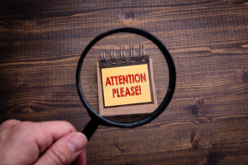 Atenção, por favor Informações importantes, mentiras, pesquisa e mídia social imagens de stock royalty free