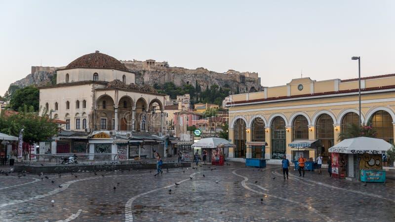 Aten Grekland/Augusti 16, 2018: Sikt av fyrkanten med Acropoli royaltyfri bild