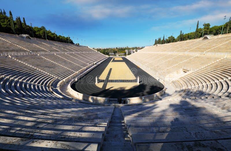 Atenas - estádio de Panathenaic em um dia de verão Grécia foto de stock royalty free