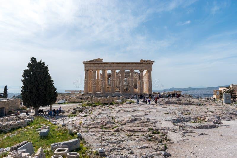 ATENAS, GRÉCIA - 6 DE MARÇO DE 2018: Templo do Partenon em um dia ensolarado imagens de stock royalty free