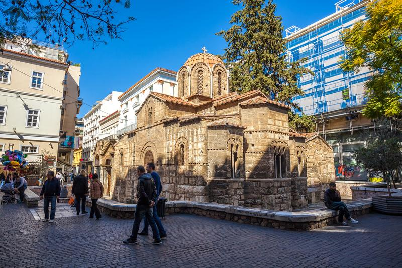 11 03 2018 Atenas, Grécia - a igreja de Panaghia Kapnikarea é um G fotos de stock