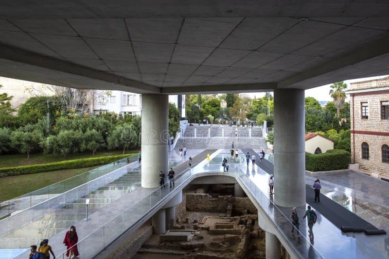 ATENAS, GRÉCIA - outubro 16,2018: O museu novo da acrópole abriu ao público o 21 de junho de 2009, exibe os resultados do de fotos de stock
