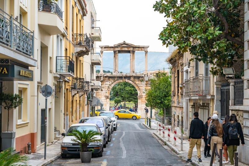 Atenas, Gr?cia - 25 04 2019: Arco de Hadrian ou de porta de Hadrian, Atenas, Gr?cia um dos marcos principais em Atenas imagem de stock royalty free