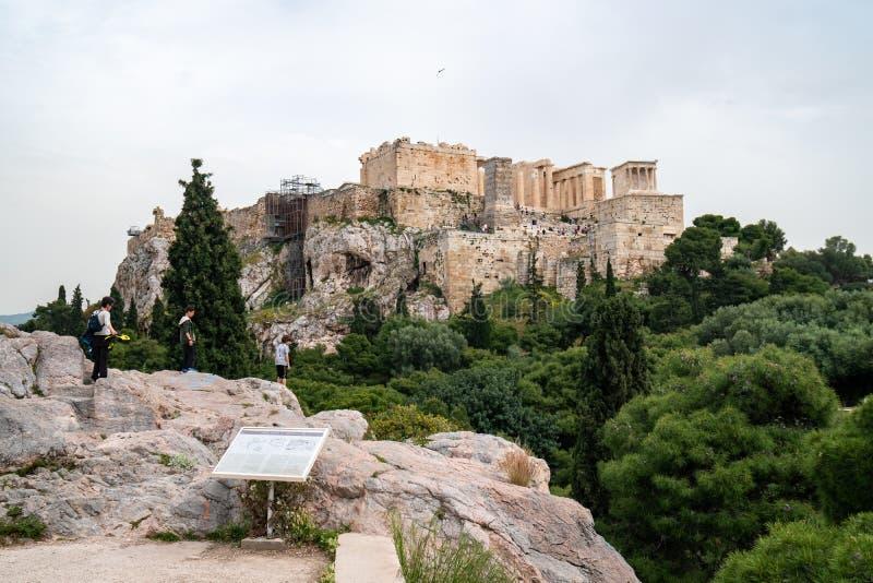 Atenas, Gr?cia - 25 04 2019: Templo do Partenon na acr?pole em Atenas, Gr?cia foto de stock