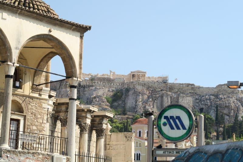 Atenas, Grecia - 6 de agosto de 2016: Muestra del metro de Atenas en la estación de metro de Monastiraki fotografía de archivo libre de regalías