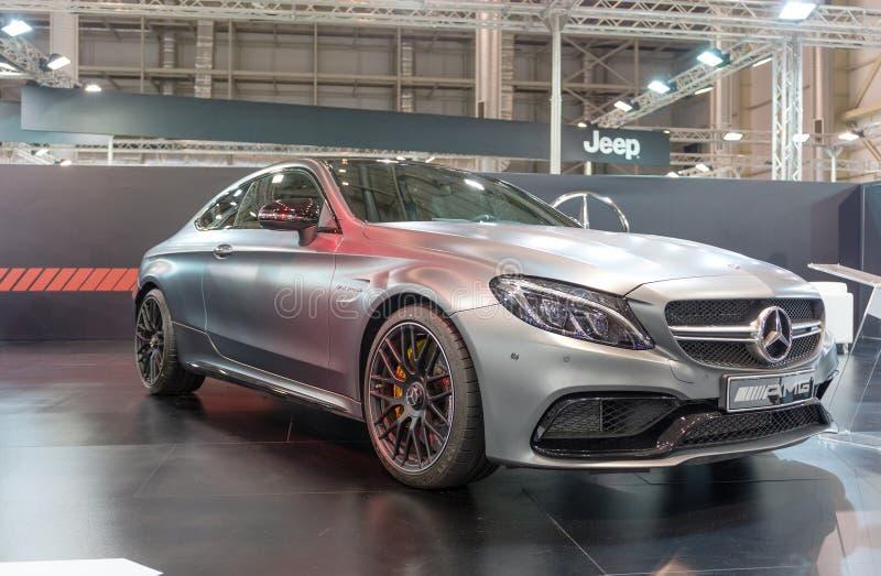 ATENAS, GRECIA - 14 DE NOVIEMBRE DE 2017: Biturbo de Mercedes-AMG C 63 V8 en el salón del automóvil 2017 de Aftokinisi-Fisikon imagen de archivo libre de regalías
