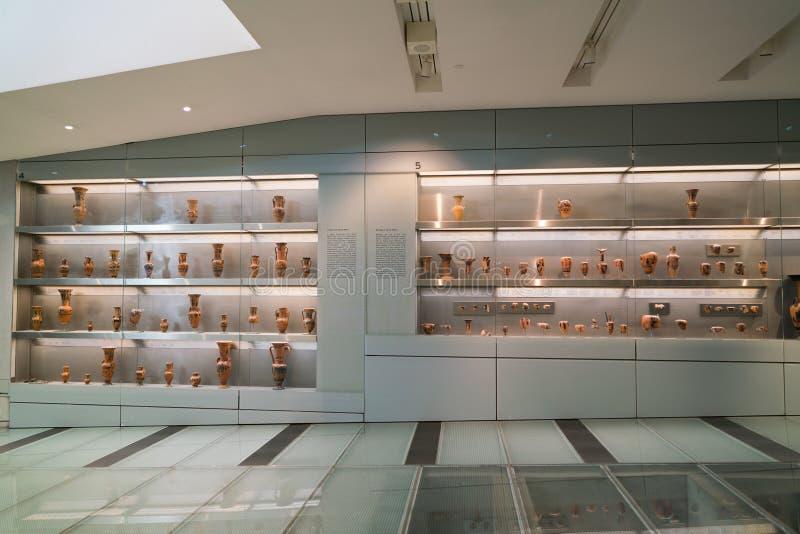 Atenas, Grecia - 15 de noviembre de 2017: Vista interior del nuevo museo de la acrópolis en Atenas Diseñado por el Suizo-francés foto de archivo
