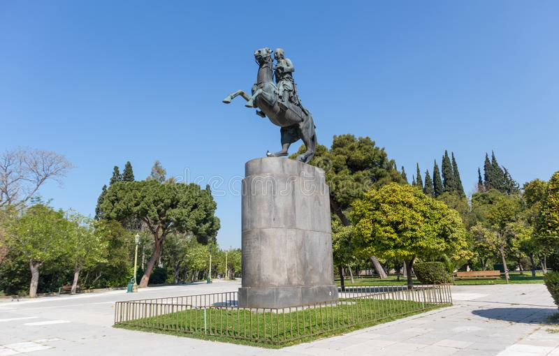 Atenas Grecia Atenas Grecia Jorge Karaiskakis, estatua griega en el centro de ciudad, día soleado del héroe de la revolución foto de archivo libre de regalías