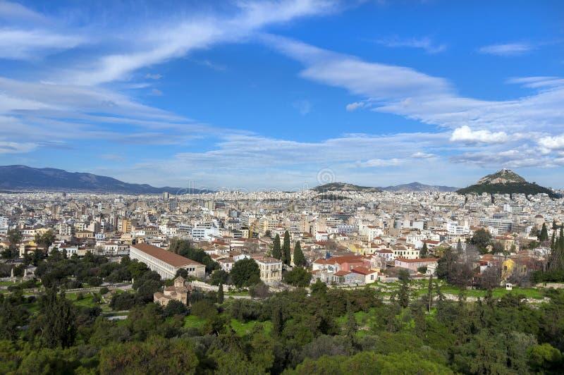 Atenas, Grecia Vista panorámica de la ciudad de Atenas según lo visto de la posición ventajosa de la colina de Areopagus en Plaka imagen de archivo