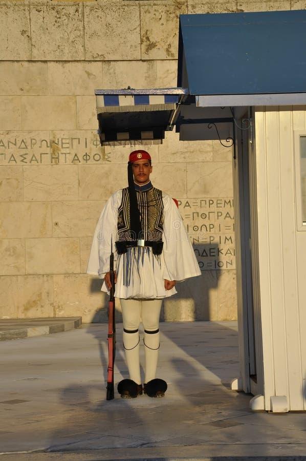 Atenas, o 27 de agosto: Protetor da casa do parlamento de Atenas em Grécia fotografia de stock royalty free
