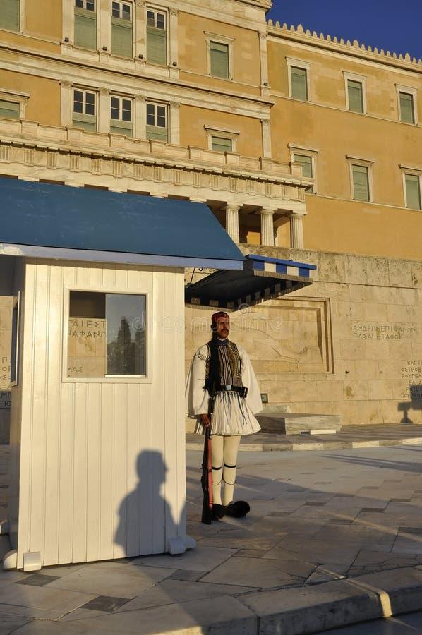 Atenas, o 27 de agosto: Protetor da casa do parlamento de Atenas em Grécia fotos de stock royalty free