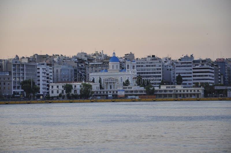 Atenas, o 6 de setembro: Panorama do porto de Piraeus no nascer do sol de Atenas em Grécia imagem de stock royalty free
