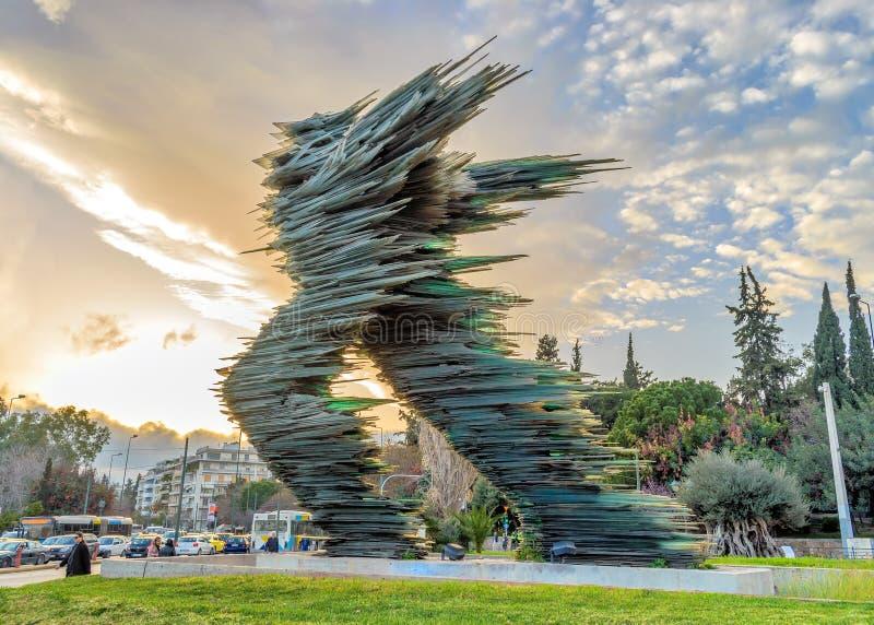 Atene, Grecia - 12 marzo 2018: Scultura monumentale di Dromeas di vetro fotografia stock