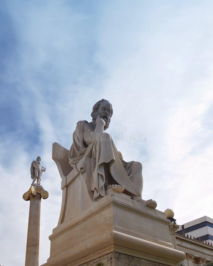 Atene Grecia, Socrates il filosofo ed Apollo, dio di musica e di poesia fotografia stock libera da diritti