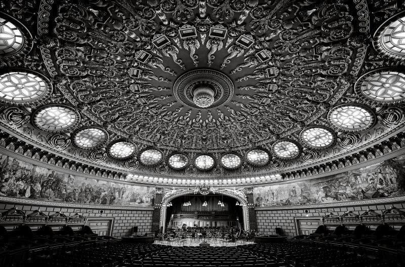 Ateneo rumano, una sala de conciertos importante y una señal en Bucarest, Rumania fotos de archivo