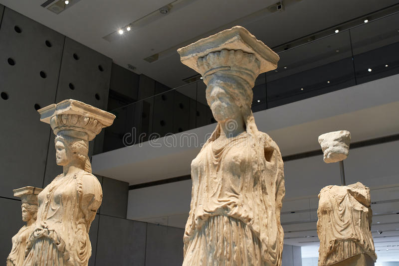 ATENY GRECJA, GRUDZIEŃ, - 30, 2016: Statua Caryatides w Acro zdjęcia stock