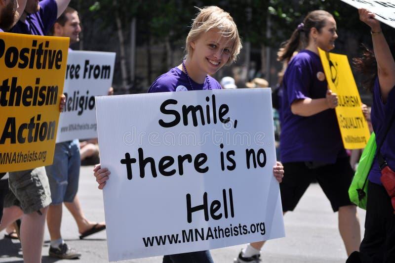 Ateo en un desfile imágenes de archivo libres de regalías
