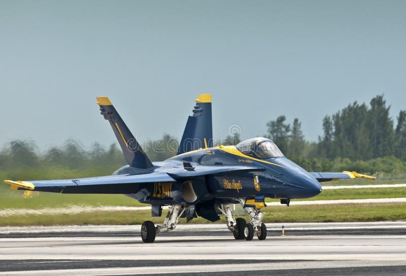 Download Aterragem Do Jato Do Anjo Azul Fotografia Editorial - Imagem de precisão, formação: 16871157