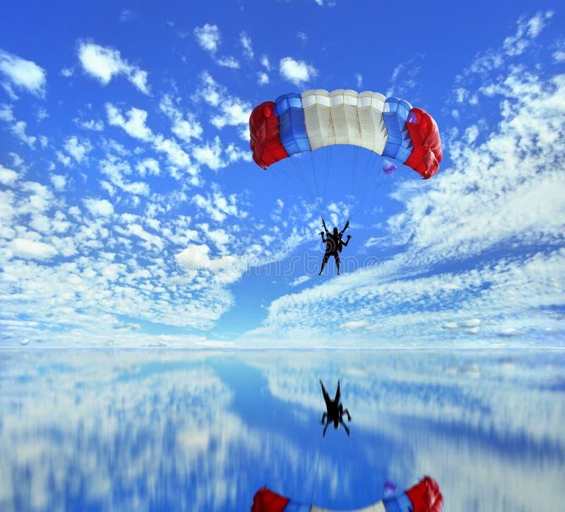 Aterragem do pára-quedas fotografia de stock