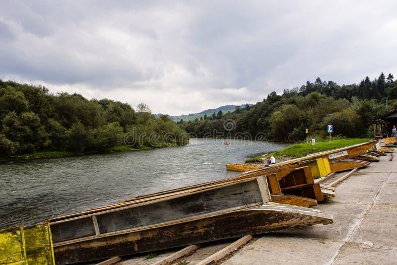 Aterrissagem da jangada no rio de Vah imagem de stock royalty free