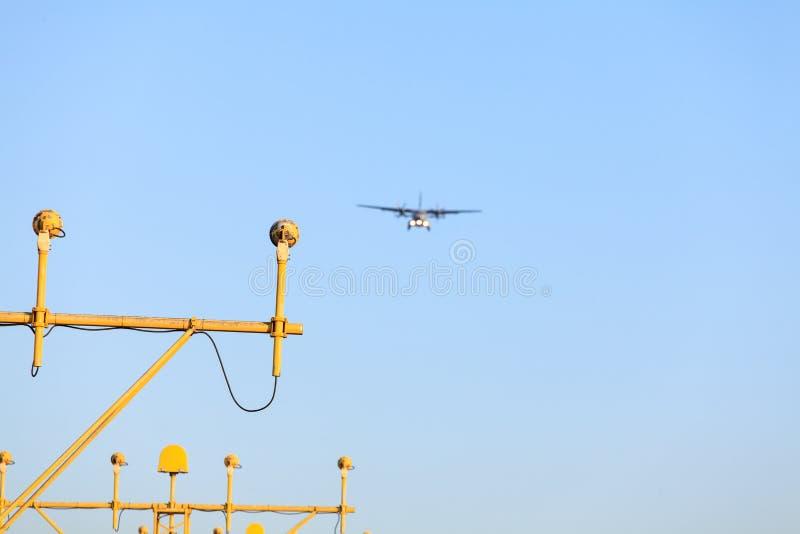 A aterrissagem de avião foto de stock royalty free